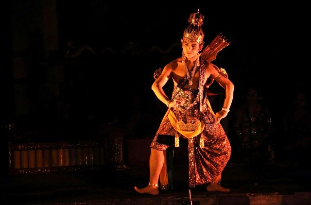 Not include entrance fee and Ramayana Ballet ticket performance