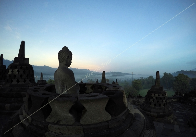 Enjoy the magnificent Borobudur in the Morning